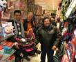 Einkauf der Schulrucksäcke mit Venancio und Felipe
