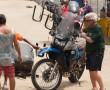 Motorrad mit Surfbretthalterung
